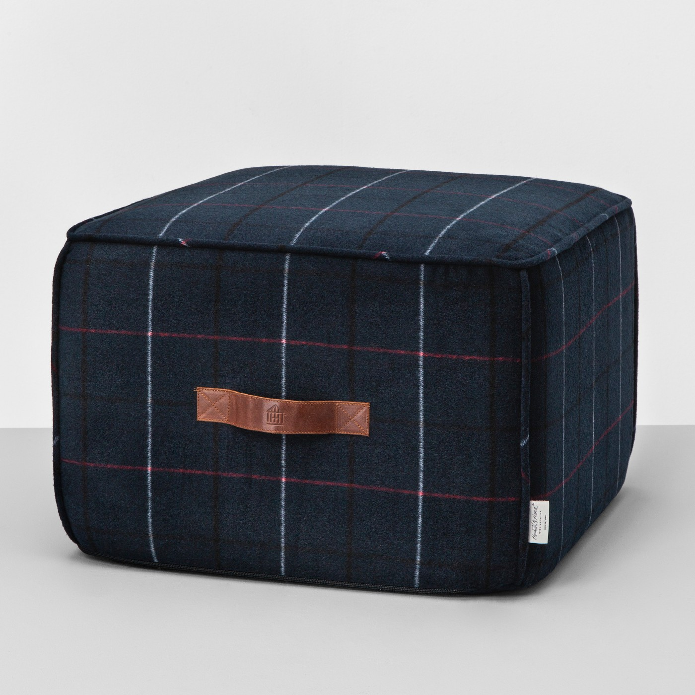 ALL-SORTS-OF-MAGNOLIA-POUF